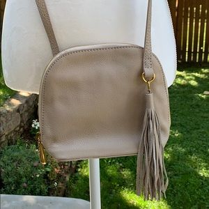 HOBO INTERNATIONAL - NWOT Beautiful Crossbody Bag